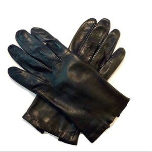 Soft fitted leather gloves